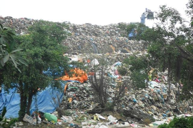 Bãi rác lộ thiên khổng lồ của công ty CP Đầu tư - Phát triển Tâm Sinh Nghĩa, đóng tại xã Duy Minh, huyện Duy Tiên, tỉnh Hà Nam