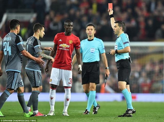 Chiếc thẻ đỏ của Bailly có thể báo hại MU