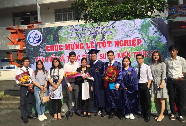 Bạn bè trong khoa đã chia sẻ, động viên đến mẹ em Nguyễn Dạ Trầm