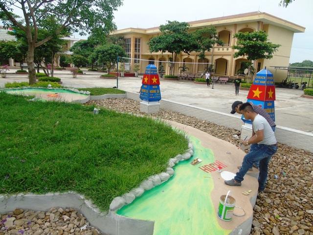 Trường THCS Quách Xuân Kỳ, tại thị trấn Hoàn Lão, huyện Bố Trạch, cũng đang dần hoàn thiện mô bản đồ Việt Nam với đầy đủ biển, đảo quê hương