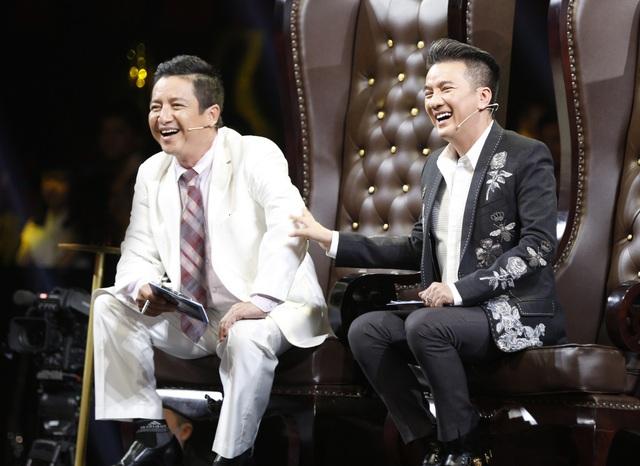 Lần đầu tiên NSƯT Chí Trung cùng ngồi ghế nóng trong vai trò giám khảo với khách mời Đàm Vĩnh Hưng.