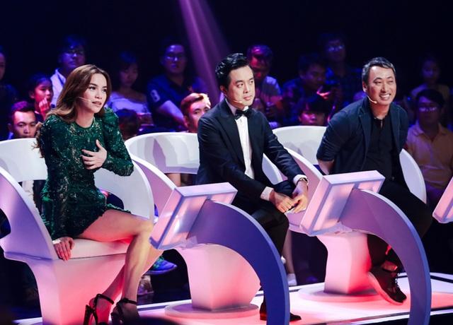 Đêm chung kết, ca sĩ Hồ Ngọc Hà, nhạc sĩ Dương Khắc Linh và đạo diễn Nguyễn Quang Dũng đảm nhận vị trí giám khảo.