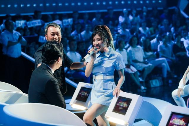 Trang Pháp biểu hiện tình cảm trước mặt bạn trai Dương Khắc Linh