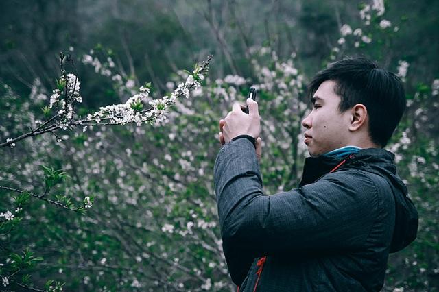 Giới trẻ đổ xô về Mộc Châu ngắm hoa mận trắng - 7