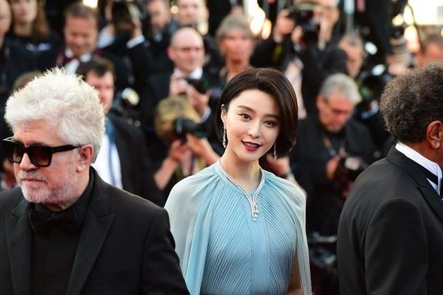 Phạm Băng Băng đẹp như nữ thần trên thảm đỏ LHP Cannes 2017 - 10