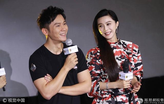 Phạm Băng Băng xuất hiện bên cạnh Lý Thần trong ngày ra mắt bộ phim Empty day hunting ở Thượng Hải. Đây là lần đầu tiên Lý Thần thử sức với vai trò đạo diễn và đã nhận được sự ủng hộ, hỗ trợ nhiệt tình từ bạn gái.