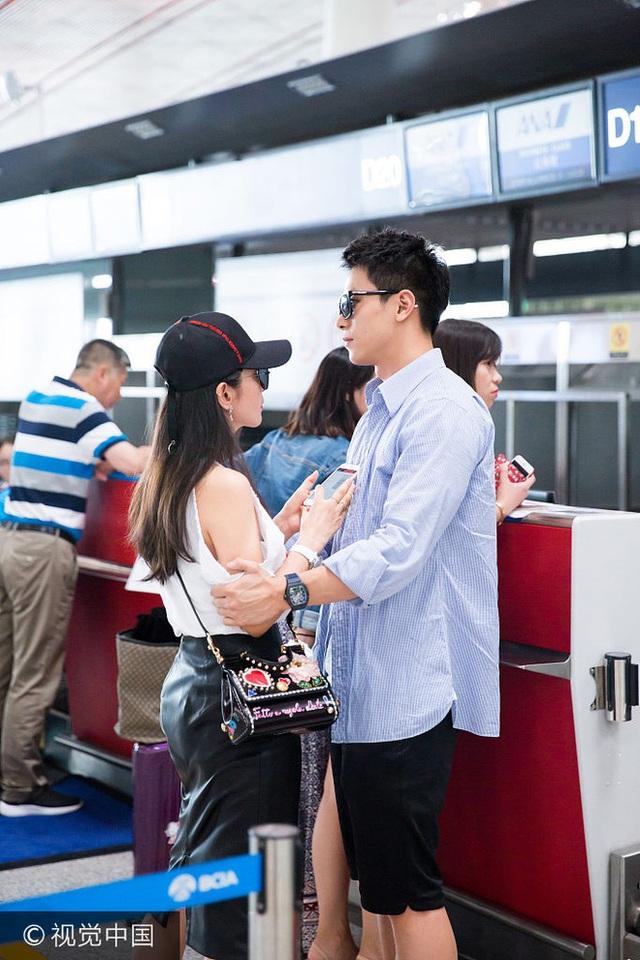 Lý Băng Băng và Hứa Văn Nam công khai quan hệ vào đầu năm 2017 khi hình ảnh hai người trong một chuyến du lịch tại Tam Á bị phát tán trên mạng. Dù khoảng cách tuổi tác không nhỏ nhưng doanh nhân họ Hứa rất yêu Lý Băng Băng.
