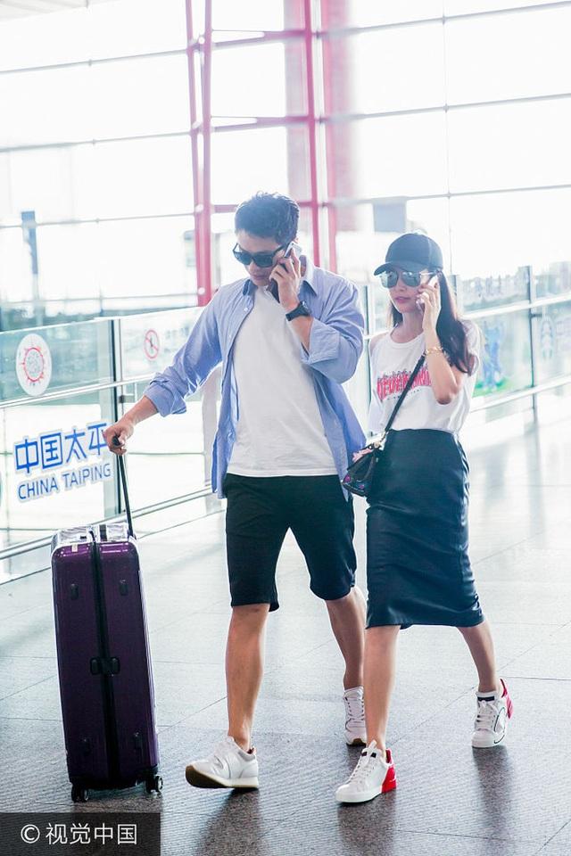 Người đàn ông của Lý Băng Băng là một doanh nhân, kém cô tới 15 tuổi và mang họ Hứa. Anh đang là giám đốc tại một công ty ở An Huy và có vẻ ngoài đẹp không kém gì một diễn viên điện ảnh.
