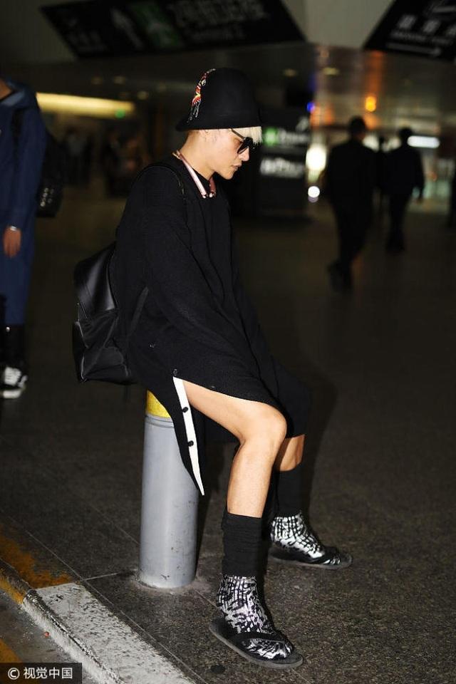 Phong cách thời trang rất nữ tính của Trần Chí Bằng khiến fan của anh không còn nhận ra Chí Bằng ngày nào.