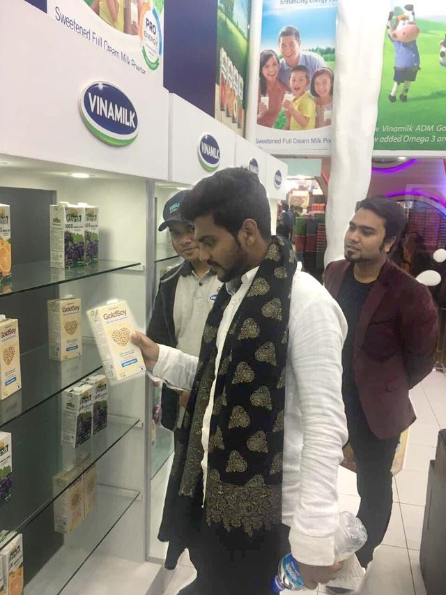 Tại hội chợ, Vinamilk tổ chức các hoạt động dùng thử, giới thiệu sản phẩm và bước đầu chiếm được cảm tình của người tiêu dùng Bangladesh.