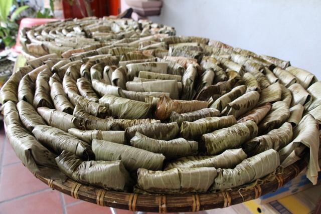 Những mẻ bánh đầu tiên ra lò phục vụ dịp lễ, tết là sản phẩm của quê hương Chiêm Hóa.