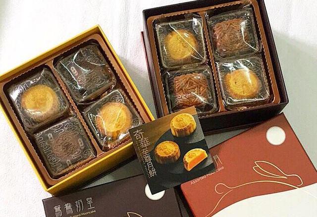Các loại bánh trung thu Hồng Kông đang được bày bán tràn ngập thị trường