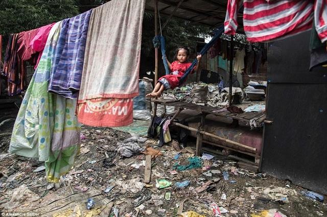 Đây cũng là nơi cư ngụ của hàng nghìn hộ gia đình nghèo