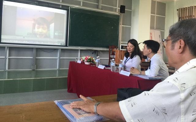 Do đang học tập tại Hàn Quốc nên diễn giả Trần Văn Công đã chọn hình thức trình bày báo cáo qua mạng