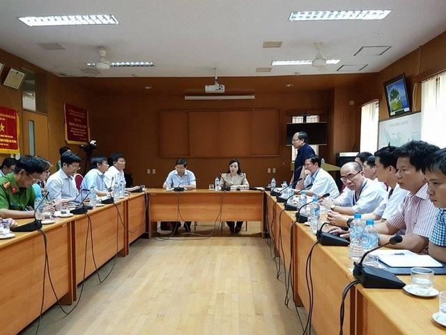 Bộ trưởng Bộ Y tế Nguyễn Thị Kim Tiến làm việc với BV Đa khoa Hòa Bình sau sự cố sốc chạy thận.