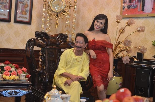 Danh hài Bảo Chung với hotgirl Mai Thỏ.