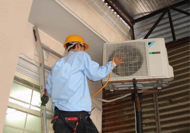 Bạn nên tạm ngưng sử dụng và tiến hành bảo trì các thiết bị làm mát khi cái nóng đã dịu xuống.