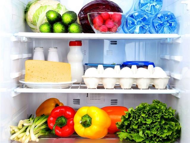 Cần thường xuyên vệ sinh tủ lạnh sạch sẽ