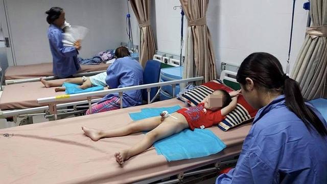 Qua kiểm tra ban đầu, phòng khám tư cắt bao quy đầu khiến trẻ bị viêm bộ phận sinh dục ở huyện Khoái Châu, Hưng Yên hoạt động không phép. (Ảnh: Trần Phương)