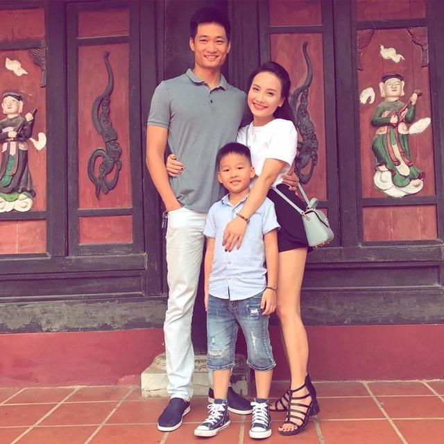 Bảo Thanh cùng chồng và con trai. Ảnh: FBNV.