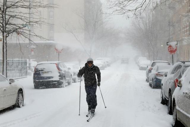 Trận bão tuyết tấn công khu vực vào sáng qua, ngay trong giờ cao điểm buổi sáng
