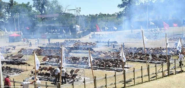 Bữa tiệc thịt nướng được tổ chức ngoài trởi ở công viên Roda, thành phố Minas, Uruguay