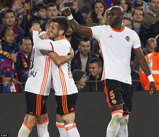 Valencia đã chơi kiên cường tại Nou Camp trước đối thủ mạnh Barca