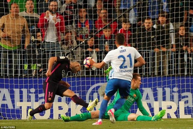 Jony ấn định thắng lợi 2-0 cho Malaga ở phút 90