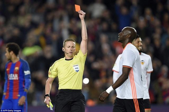 Thẻ đỏ của Mangala đã làm thay đổi cục diện trận đấu