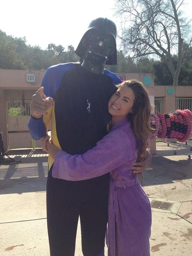 Một trong những màn ghi bàn ấn tượng nhất của Baroth là hình ảnh ngôi sao bóng rổ Kareem Abdul-Jabbar mặc trang phục của nhân vật Darth Vader trong phim Star Wars và đứng cạnh người mẫu Katherine Webb. Bức ảnh gây sốt và thậm chí còn xuất hiện trên kênh truyền hình ABC.