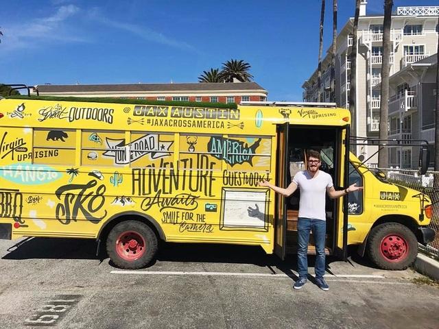 Một trong những dự án mà Baroth thích nhất là giúp vlogger Jax Austin, người bỏ việc, bán mọi thứ và mua một chiếc xe bus để biến thành nơi đáng sống.