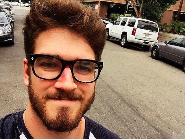 Baroth xuất phát điểm với mức lương 500 USD/tháng, lên 5.000 USD/tháng và có thể đã lên tới 10.000 USD/tháng. Nêu bạn có một ý tưởng tốt với sự giúp đỡ từ một chuyên gia mạng xã hội giỏi thì nhất định sẽ thành ngôi sao trên Instagram, Youtube.
