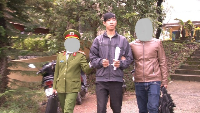 Đối tượng Phạm Văn Tuấn Phúc bị công an bắt giữ (ảnh: Hoài Nhân)
