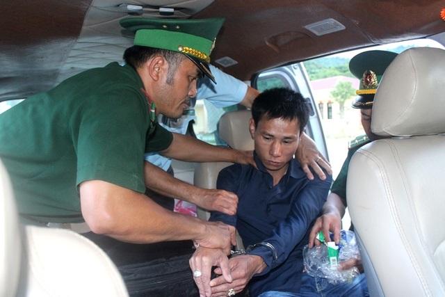 Đối tượng Trần Đình Trị bị bắt trên xe khách