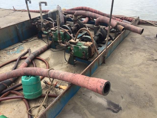 Máy móc trên tàu dùng để hút cát