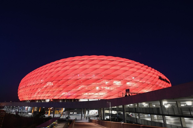 Sự rực rỡ của Allianz Arena trong ánh đèn