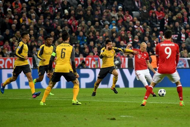 Tiền vệ người Hà Lan (giữa) có cái chân trái rất khéo léo và anh thường tạo nên những bàn thắng đẹp trên sân cỏ
