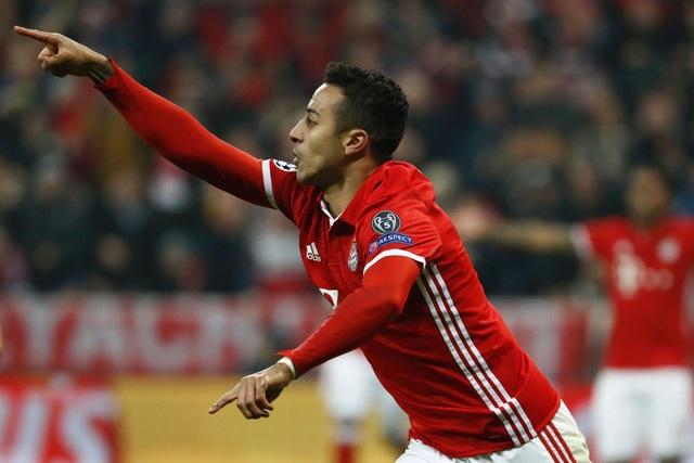 Chỉ ba phút sau khi ghi bàn thứ hai, Bayern Munich có bàn thứ ba, người lập công là Thiago Alcantara