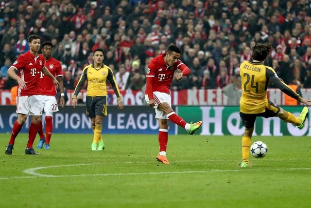 Phút 63, Alcantara dứt điểm ở đầu vòng cấm địa bóng đập chân Mustafi làm tung lưới Arsenal lần thứ 4