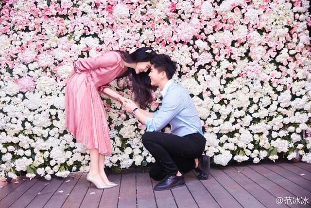 Phạm Băng Băng và Lý Thần bắt đầu hò hẹn từ cuối năm 2014 khi họ hợp tác chung trong bộ phim Tân Võ Tắc Thiên. Nhưng phải tới tháng 5/2015, họ mới công khai mối quan hệ và từ đó không còn ngần ngại xuất hiện cùng nhau tại các sự kiện.