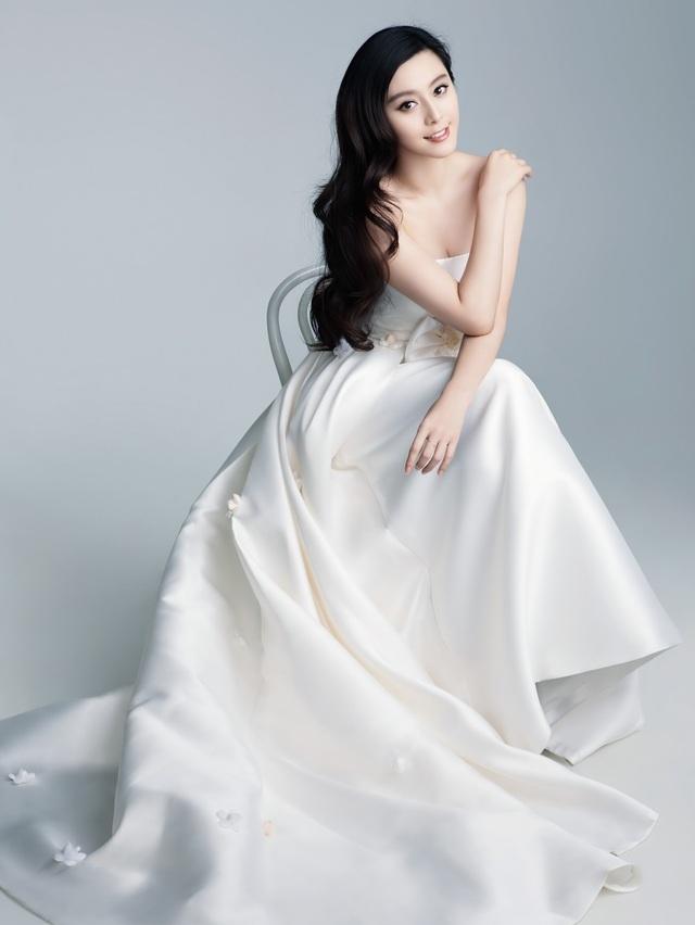 Làn da hoàn hảo, trắng sứ, mịn màng giúp Phạm Băng Băng trẻ trung hơn tuổi và luôn có tên trang danh sách những mỹ nhân hàng đầu của Trung Quốc.