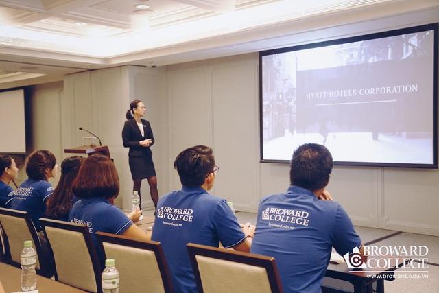Sinh viên Broward College Vietnam trải nghiệm thực tế doanh nghiệp tại Khách sạn Park Hyatt Saigon.