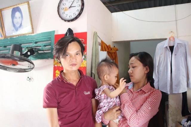 Vợ chồng chị Dung khẩn cầu các nhà hảo tâm hãy cứu giúp cho con chị được sống, thoát khỏi căn bệnh tim ngặt nghèo vì bé còn nhỏ