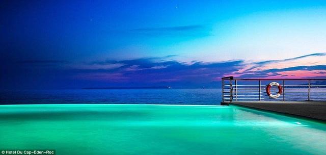 Khám phá những bể bơi vô cực đẹp mê mẩn - 1