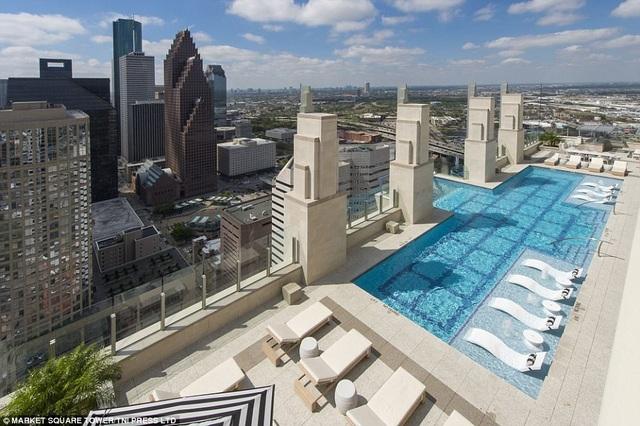 Du khách được phóng tầm mắt nhìn toàn cảnh thành phố từ trên cao