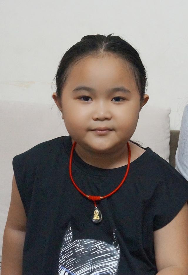 Khuôn mặt phúng phính đáng yêu của bé Kim Thư
