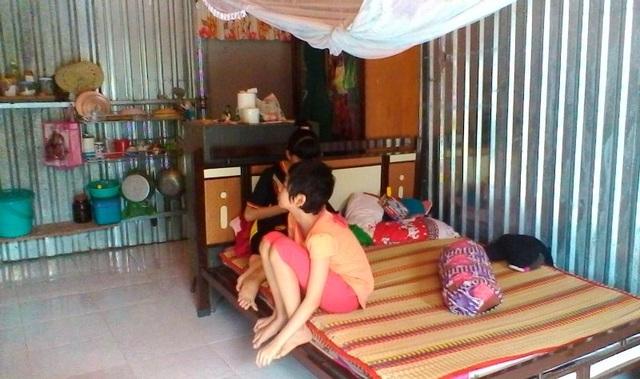 Cuộc sống gia đình Thùy Linh trở nên túng quẫn khi em phát bệnh ung thư máu