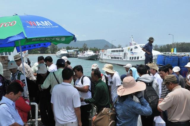 Thời gian gần đây, một số phương tiện nhỏ, không đăng kiểm vẫn lén lút chở khách...  nên tìm ẩn nguy cơ tai nạn trên biển rất cao. (ảnh: minh họa)