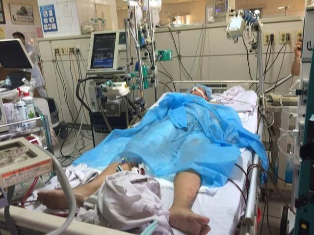 Mặc dù được nhiều bác sĩ giỏi nhất bệnh viện Bạch Mai và những phương tiện hiện đại nhất hỗ trợ nhưng bệnh nhân Nguyện đã không thể qua khỏi (Ảnh: N.H)