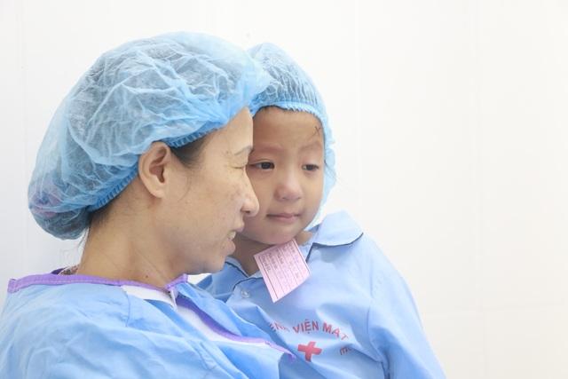 Nhiều em bé đã được phẫu thuật mắt miễn phí thành công tại Bệnh viện Mắt Huế